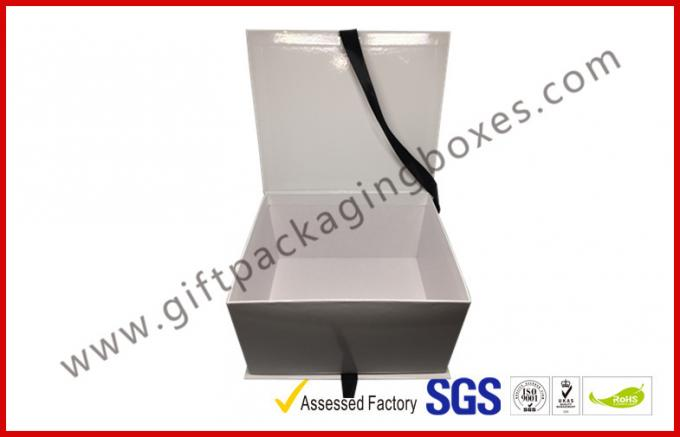 Simple White And Black Apparel Gift Boxes With Ribbon / Duplex Board Gift Box